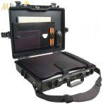 """Peli 1495 műanyag táska, tok 17"""" colos laptophoz - Deluxe: gumitálca betétes, külön párnázott tokokkal a laptopnak és a kiegészítők számára is. Vállpánttal és irattartóval. Belső: 479x333x97 mm"""