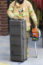 Peli 1740 gurulós műanyag táska, védőtok, védőtáska, fegyvertáska, választható felszereltséggel  Belső: 1040x328x308 mm